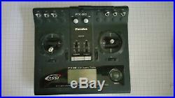 Futaba FX 20 Sender mit Senderpult und Kreuzgurt Fasst 2,4GHz